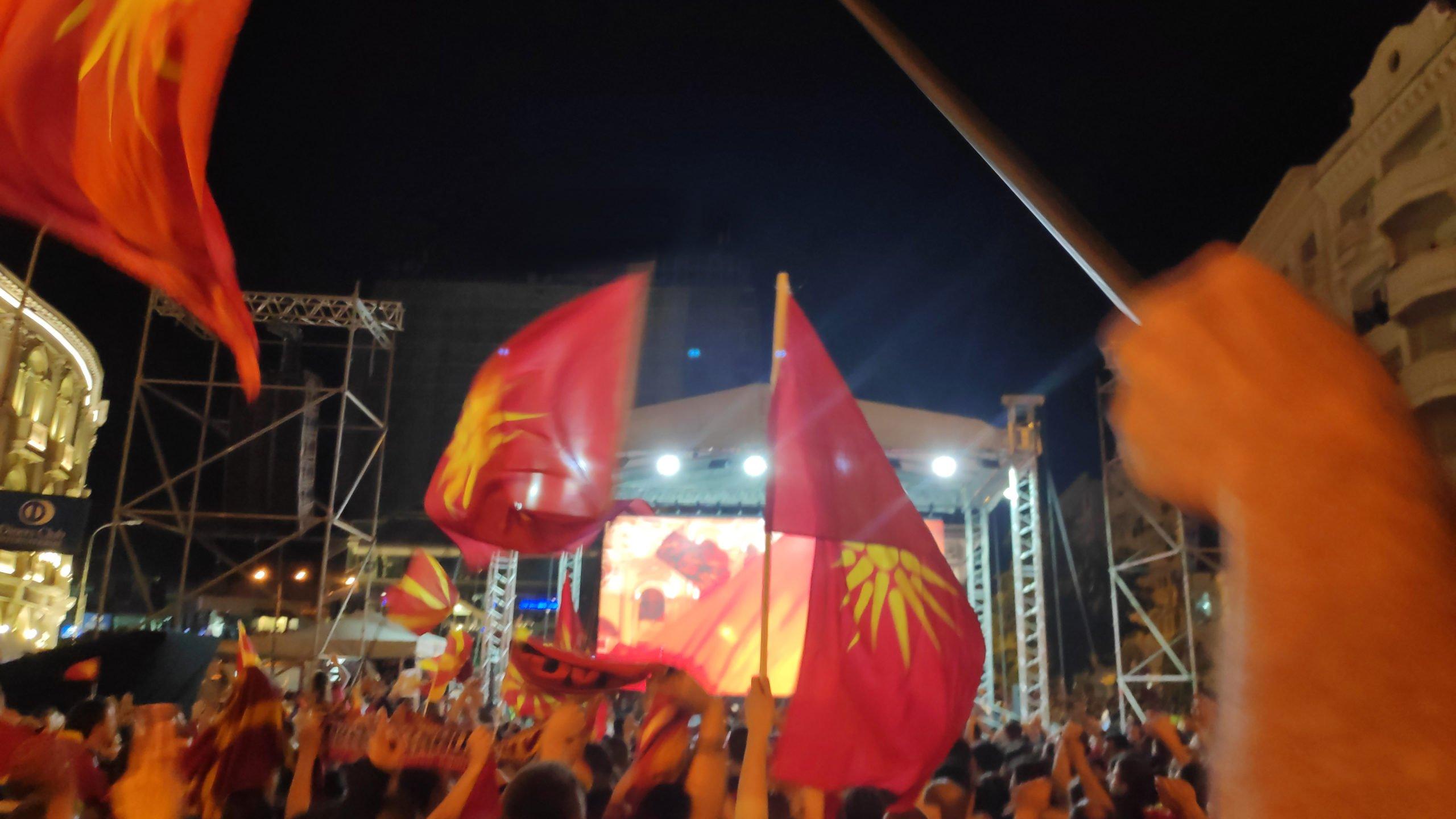 """Денот кога повеќе од 100 000 Македонци поединци извикуваа на цел глас: """"Никогаш северна, само Македонија!"""""""